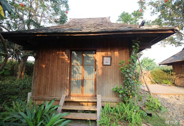 别院晨起在斜射后的第二天之美,阳光入住在所住的木屋别墅户型上嘉和城别墅a2屋檐图图片