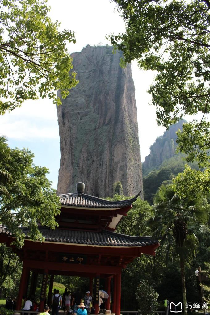 鼎湖峰:  鼎湖峰景点是整个风景名胜区的核心.