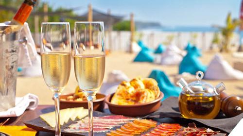 包含内容:海景下午茶套餐,咖啡和茶无限畅饮,泳池浴巾,海景泳池畅游