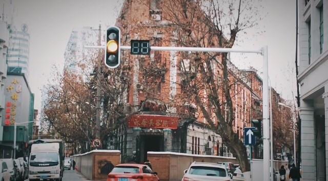 街区很清静,混合欧式建筑,有各种纪念馆和名人故居,沿着黎黄陂路一直