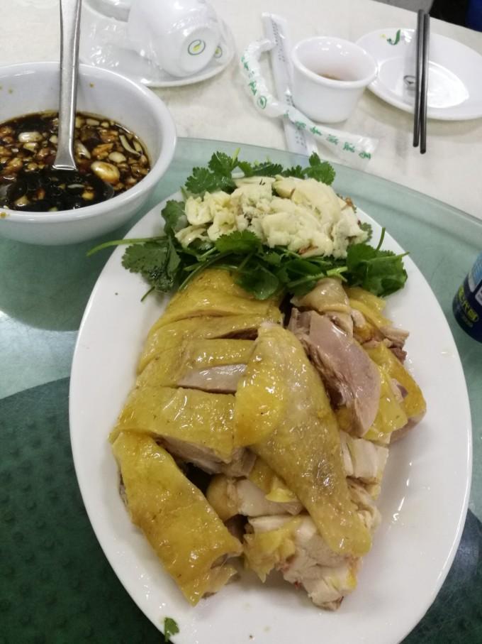 中午在霞山的水产批发市场购买海鲜,然后到旁边的饭店加工.