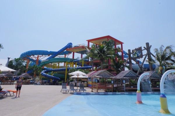 普吉岛 游记   差不多在游乐场呆到一点多,游乐场里面有吃的,我们还是