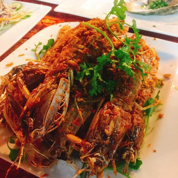 越南 游记  day1:夜市里的海鲜大餐  #富国岛夜市(号称全岛最热闹的