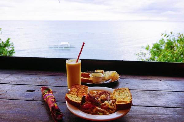 这里有个悬崖餐厅,在这吃晚饭可以面朝大海看日落,相当浪漫.