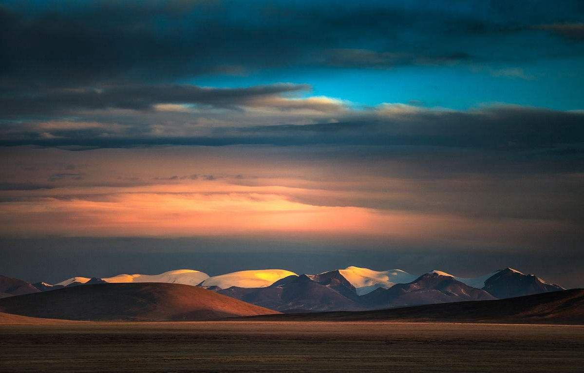 他们生活在美丽的藏北高原,相依相伴,形影不离.