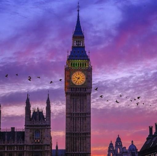 【大笨钟】(外观):世界上著名的哥特式建筑之一,伦敦的标志性建筑图片