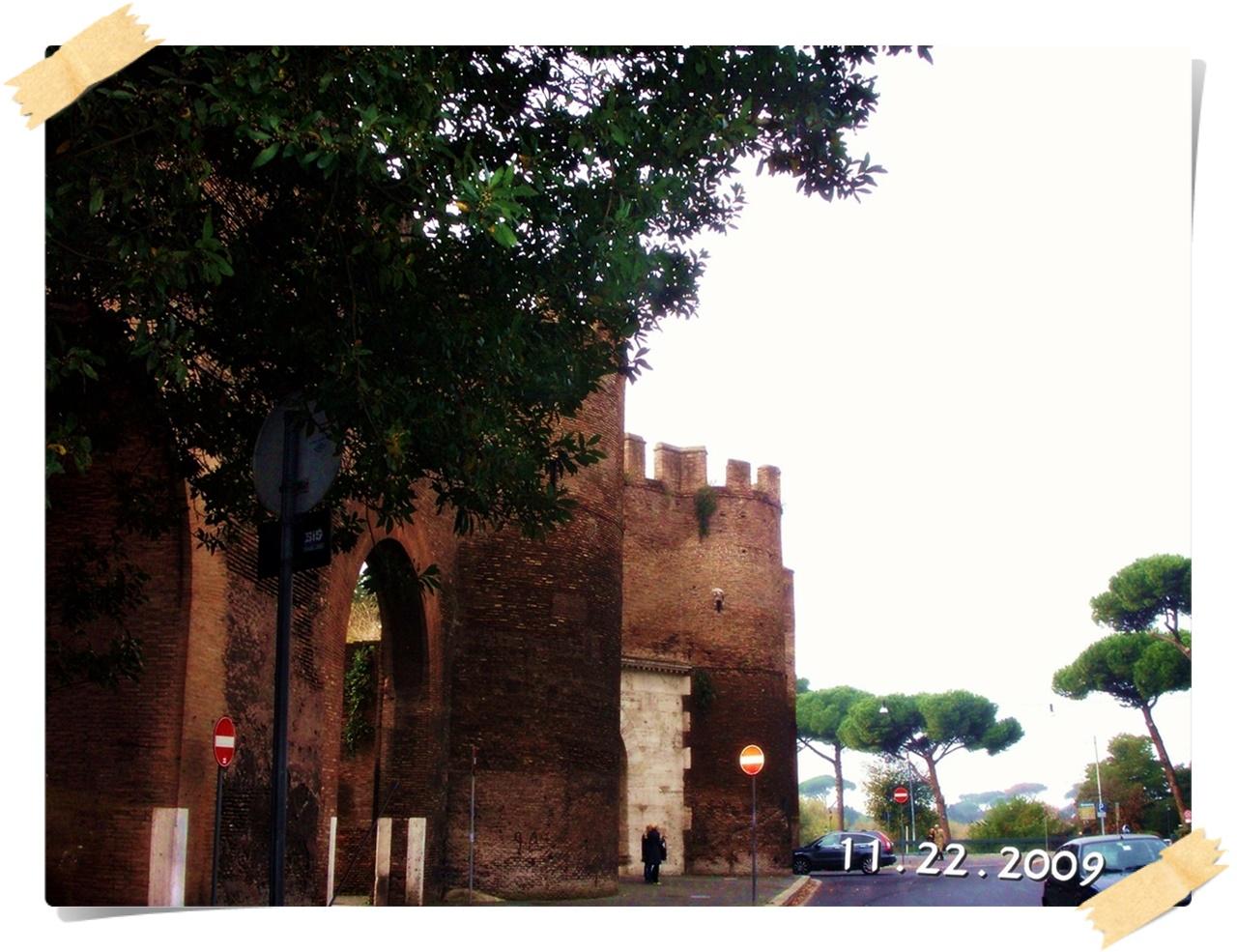 照片回顾 2009/11 意大利 day 2:斗兽场 古罗马广场 威尼斯广场 那沃拉喷泉