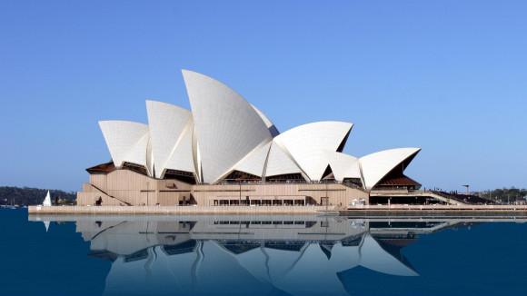 悉尼歌剧院是悉尼市地标建筑物