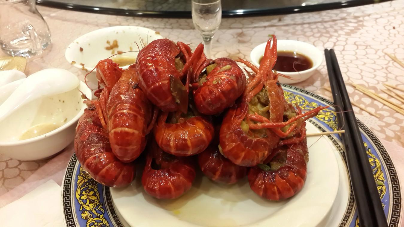 在小龙虾家乡吃小龙虾