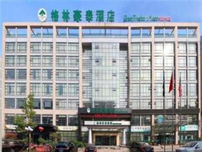 15%的游客选择 共122家酒店 青岛最新潮高档的地段,临近的云霄路美食街就是吃货们的福利! 海岸边的五四广场、奥帆中心海风徐徐蓝天绿树,溜溜弯兜兜风再惬意不过了。 香港中路一带集中了中高档的星级酒店、百货商场,有几间不错的特色书店。