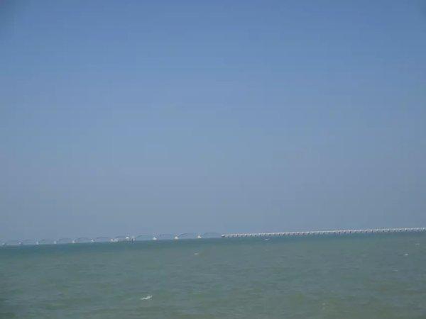 涠洲岛 游记   对滨海城市的一切充满了好奇,  开船啦,话说这些大船上