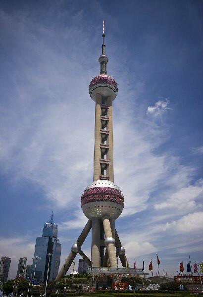 上海著名旅游景点-东方明珠电视塔