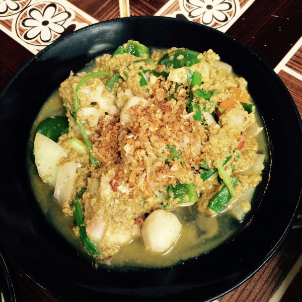 点了椰子汁,海鲜咖喱,菠萝炒饭,空心菜,冬阴功面,合计消费60多