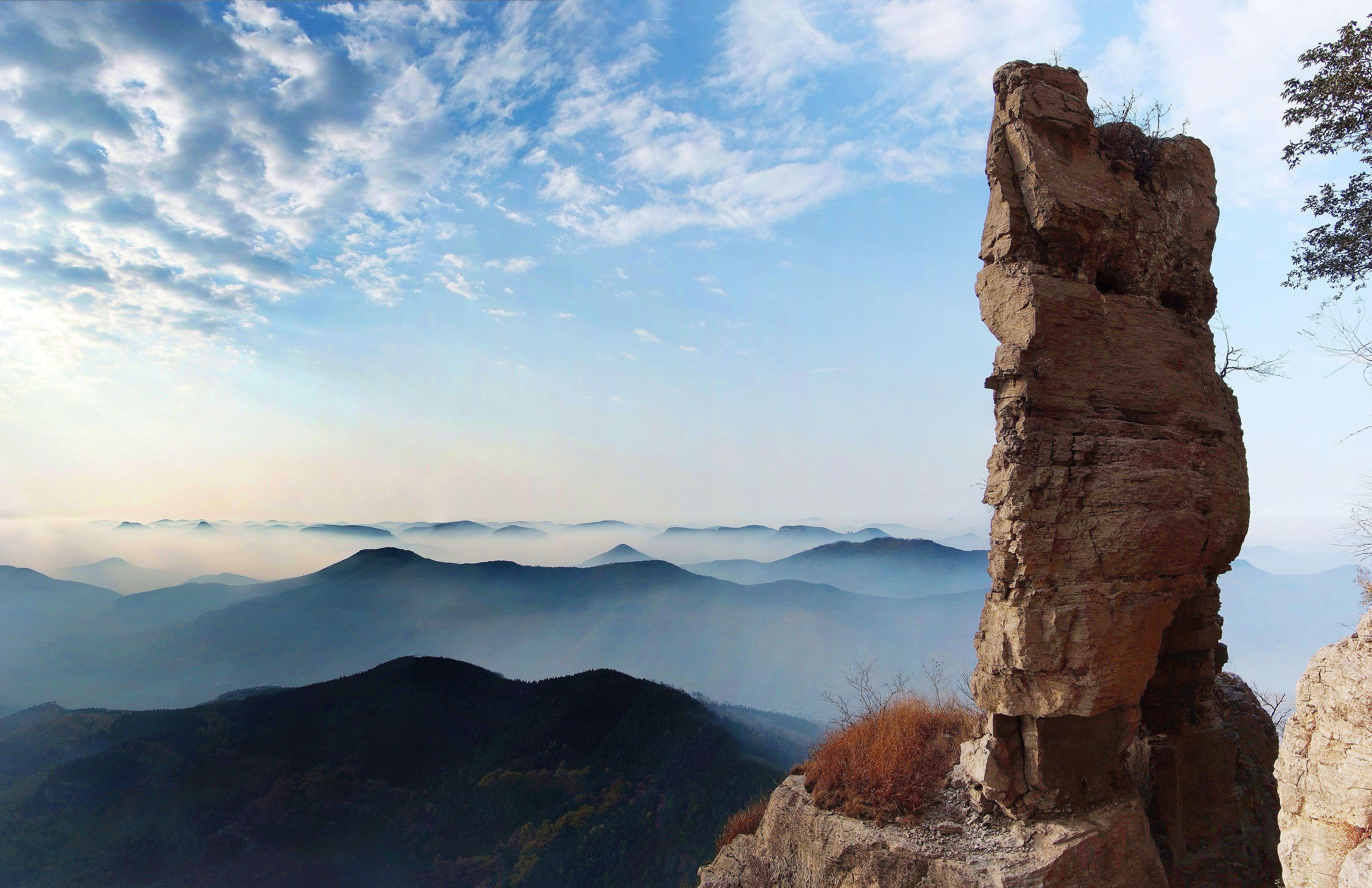 抱犊崮国家森林公园地处山东省枣庄市山亭区境内,总面积665.