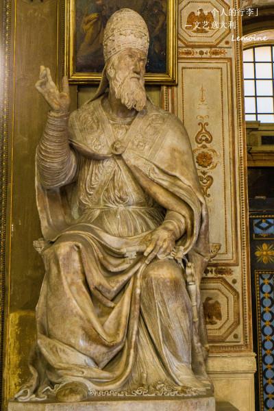 16世纪时由教宗保禄三世邀请米开朗基罗设计,规划,米开朗基罗建议修建