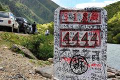 318国道上的一道靓丽风景——里程碑涂鸦文化