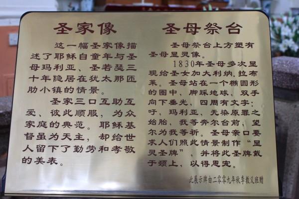 """这座""""瓷房子""""是天津市赤峰道一座用多件古董装修而成"""