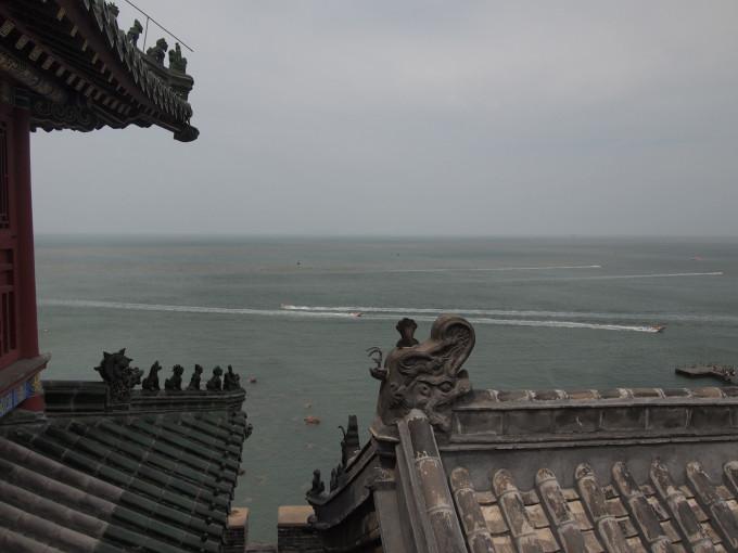 从八仙过海雕像处一路踱步到蓬莱阁.蓬莱阁很宽,是个景点群.
