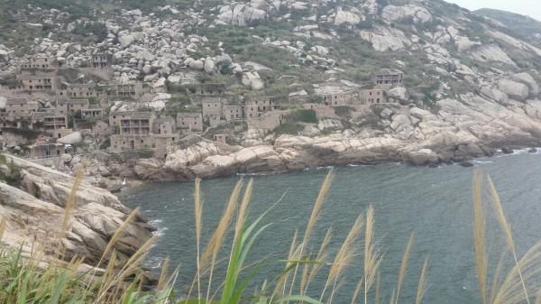 台风而建筑的这种海边特有的石屋,如今竟成了东极最有特色的一道风景
