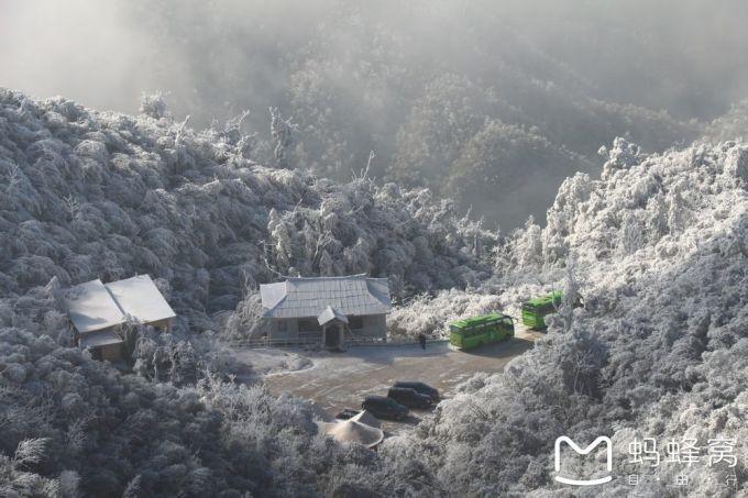 湖南莽山森林温泉下雪了,风景美极了