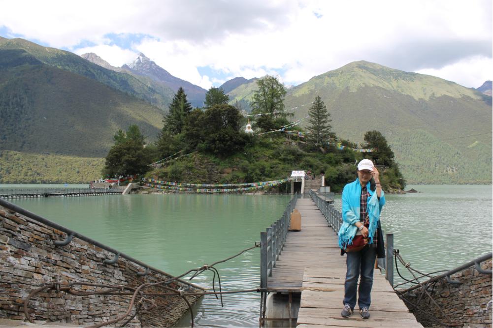 巴松措——綠色的水,藍色的天